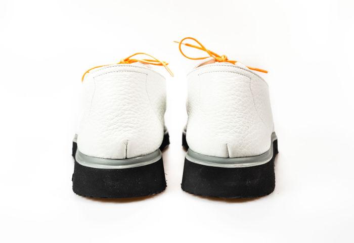 Der handgefertigte CHICX mit Keilsohle in weiß